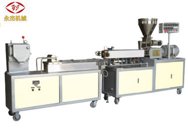 Cina Abrasion Resistant Lab Twin Screw Extruder W6Mo5Cr4V2 Screw Material 5.5kw pemasok